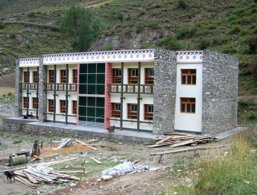 Lavori in corso nella scuola di Derge (2008)