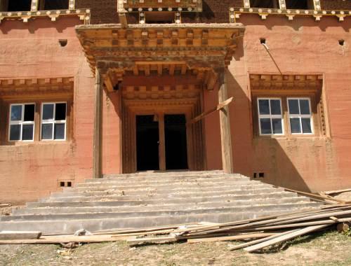 ASIA nel 2000 ha iniziato i lavori per ricostruire il Monastero.