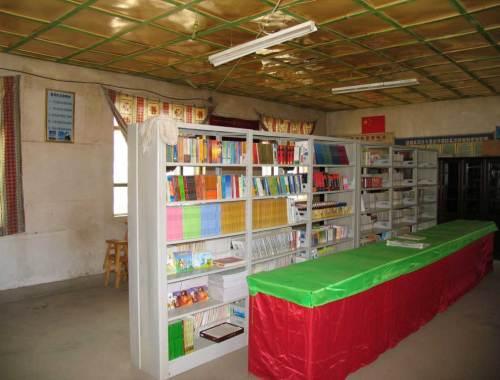 La sala con la libreria per gli alunni e gli insegnanti