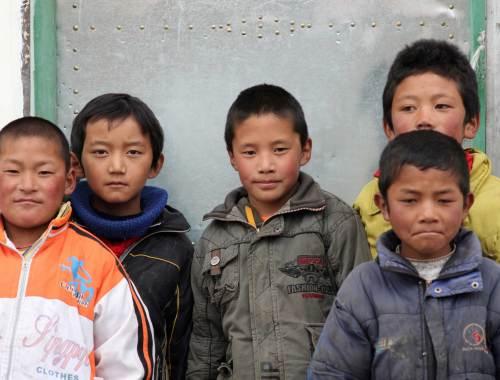 Grazie alla ristrutturazione della scuola e al progetto di adozioni a distanza avviati da ASIA, oggi le condizioni di vita nella scuola sono notevolmente migliorate.